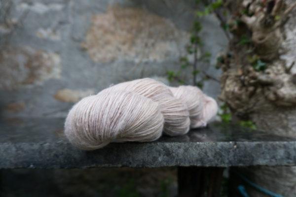 Natural_dyes_singles_yarn