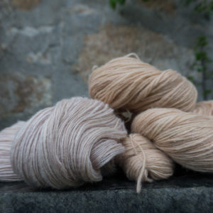 Natural dyed singles yarn thick and thin